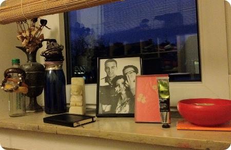 Fensterbank als Nachttisch