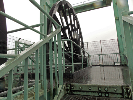 Rad auf dem Förderturm des Bergbaumuseums in Bochum