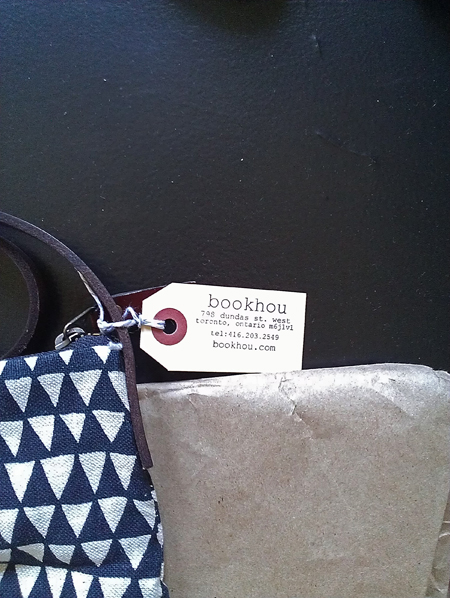 bookhou triangle day bag in detail