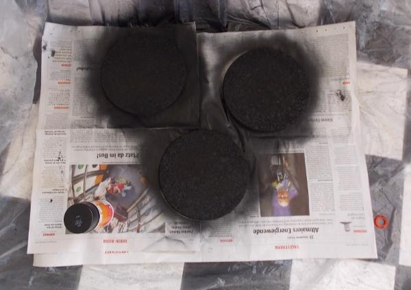 Korkplatten schwarz gesprüht