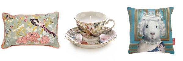 Kissen und Kerze in einer Teetasse aus dem Debenhams Onlineshop